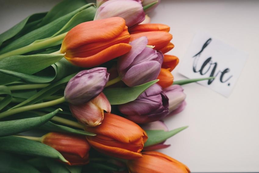 Švenčiame motinos dieną: 10 idėjų, kaip nustebinti mylimą mamą