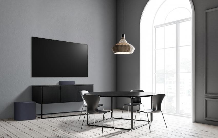 Kompaktiškiausia LG garso sistema užpildo viso pasaulio filmų ir muzikos mylėtojų namus kokybišku garsu