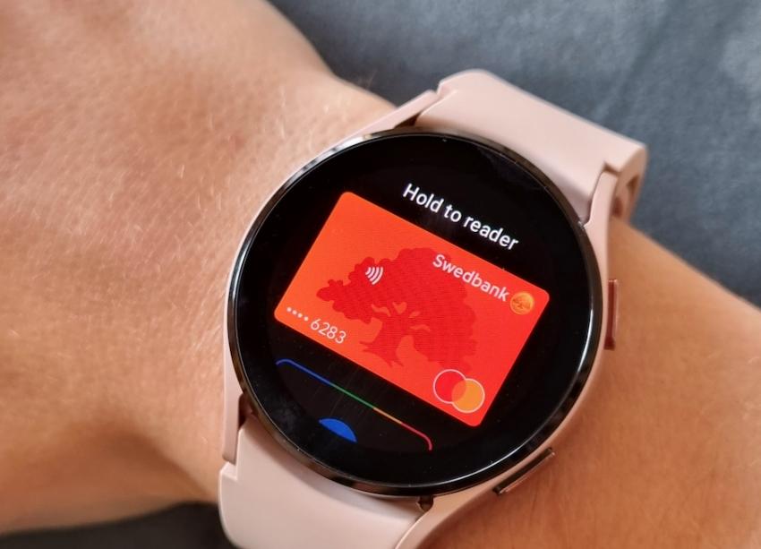 """Nuo šiol Lietuvoje galima atsiskaityti ir """"Samsung"""" išmaniaisiais laikrodžiais"""