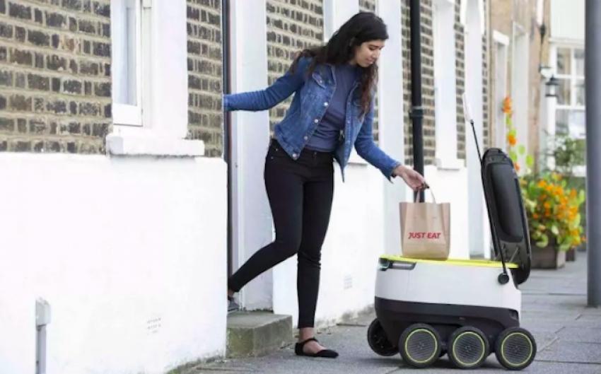 Estijoje siuntas pristato robotas