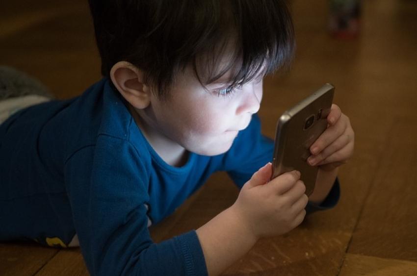 Vaikų rankose nukenčia kas dešimtas išmanusis įrenginys