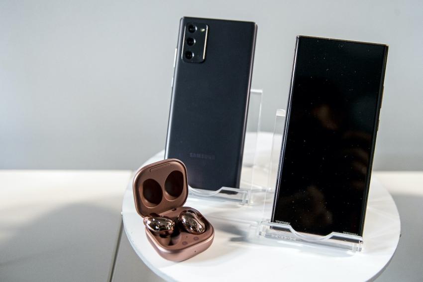 """""""Samsung"""" pristatė naują dėvimųjų prietaisų liniją gyvenantiems aktyviai"""