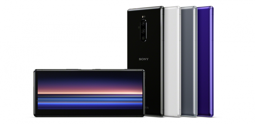 """""""Sony"""" oficialiai Lietuvoje pristatė naująją """"Xperia"""" telefonų seriją"""