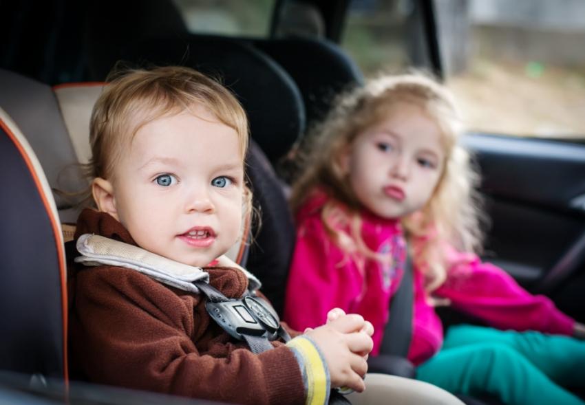 Kuo užimti vaikus keliaujant automobiliu? Išmanios pramogos visai šeimai