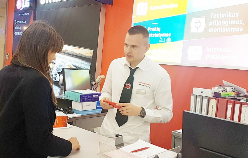 """""""Elektromarkt"""" plečia teikiamas paslaugas: nuo skubaus mobiliųjų telefonų taisymo iki prekių nuomos"""
