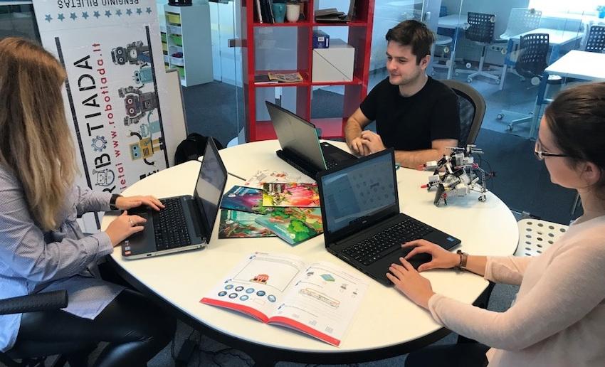 Robotikos Akademija - pirmasis technologinis būrelis išleidęs pratybas vaikams