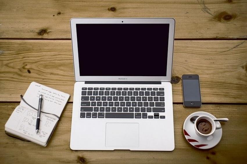 """""""Apple"""" švenčia gimtadienį: įrenginių ekosistemos privalumai darbui namuose"""