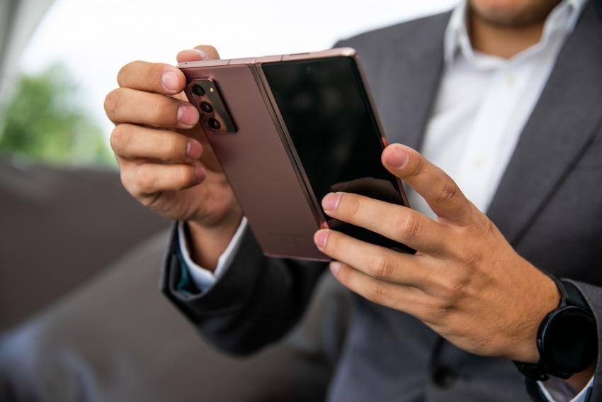 Ekspertas išsklaidė mitus apie sulenkiamus telefonus: ar jie tokie pat patvarūs kaip tradiciniai išmanieji?