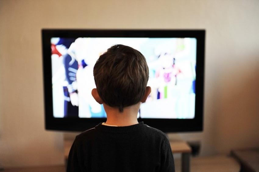 Ką turi padaryti tėvai, kad vaikai, naudodamiesi internetu, būtų saugesni?